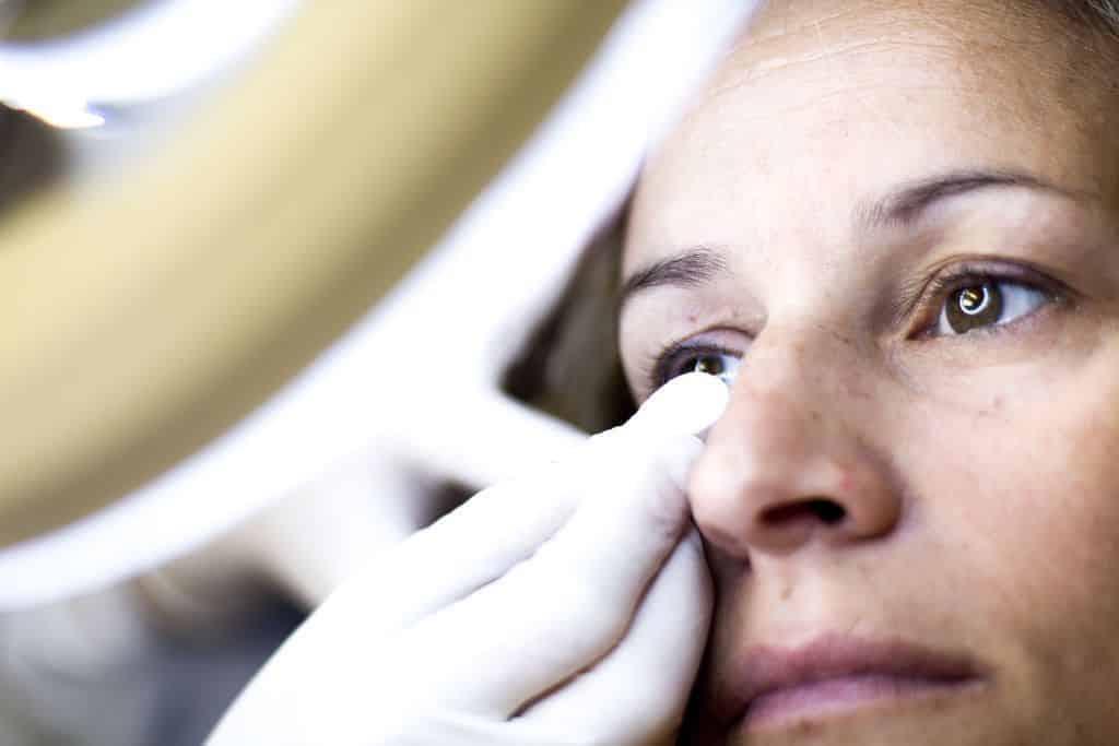Tratamientos de belleza y el ojo seco