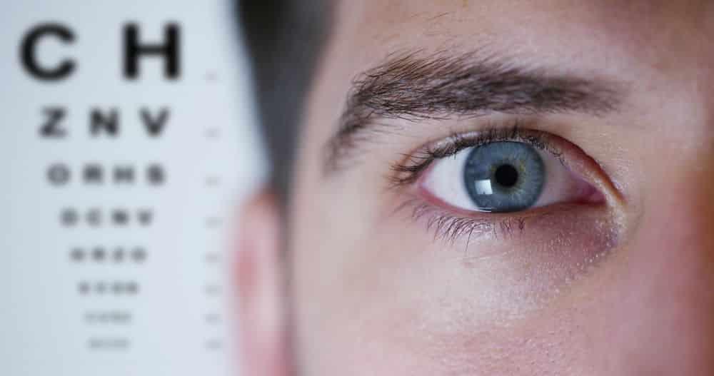 Qué es la hipermetropía: síntomas y tratamiento