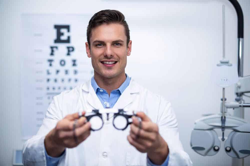 Síntomas del astigmatismo y cómo tratarlo adecuadamente