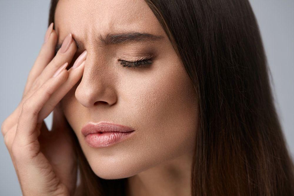 Tremor no olho: causas e como é removido