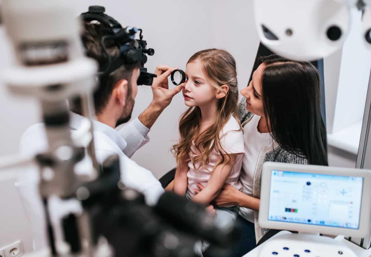 Astigmatismo em crianças ao colocar óculos