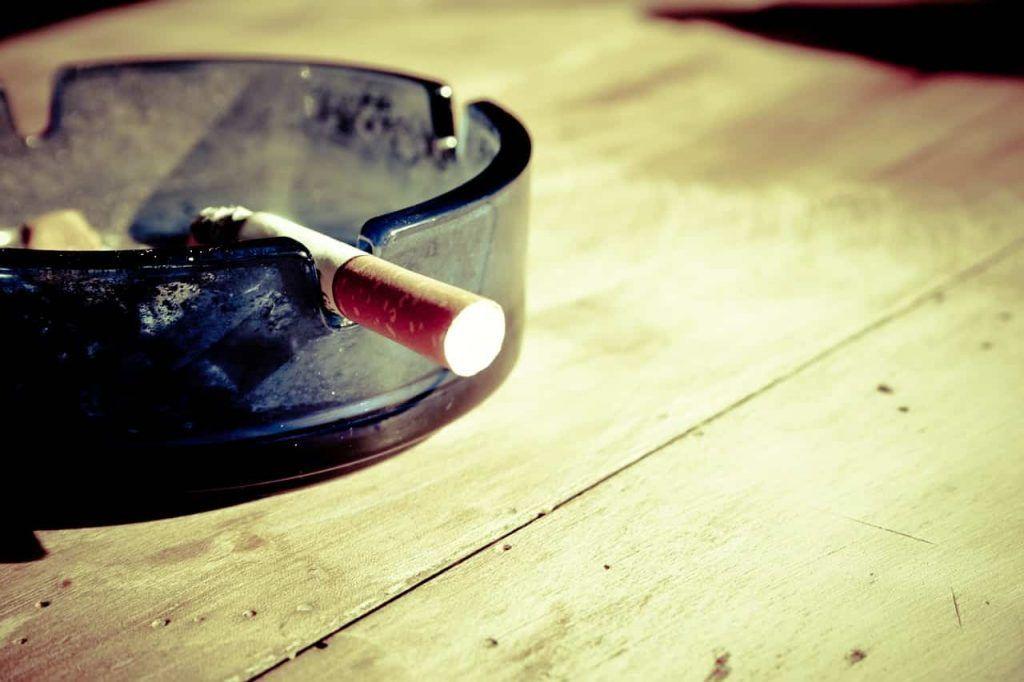 fumando e cataratas