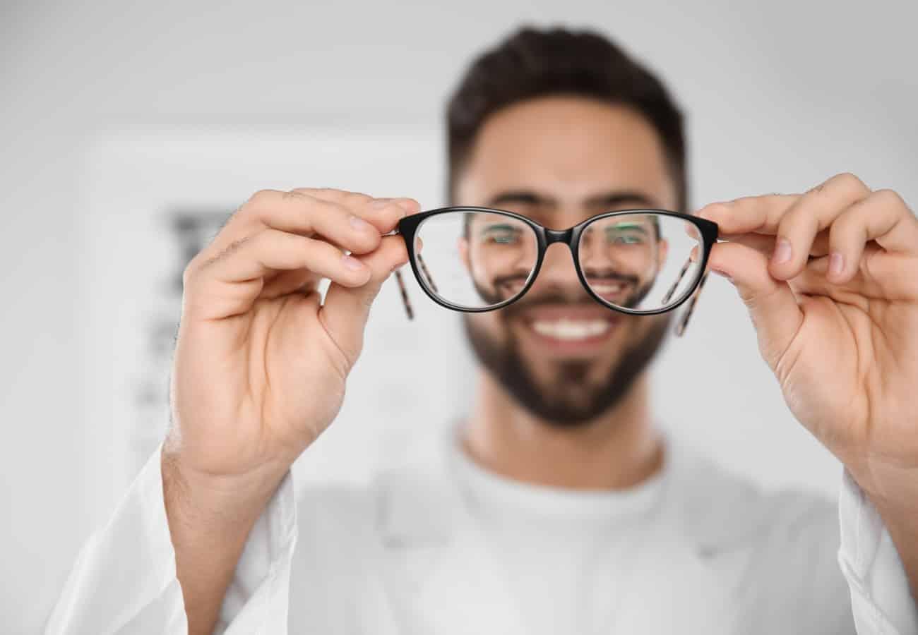 sintomas de miopia e astigmatismo